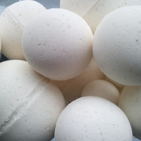 14 bath bombs in Warm Vanilla Sugar fragrance, gift bag bath fizzies, great for kids...these smell delicious