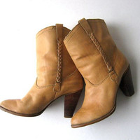 STOREWIDE SALE... 70s cowgirl boots. shearling boots. brown leather boots. low calf boots.
