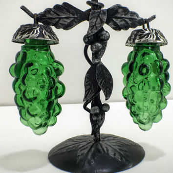 Green Glass Grapes Hanging from the Vine Salt and Pepper Shakers