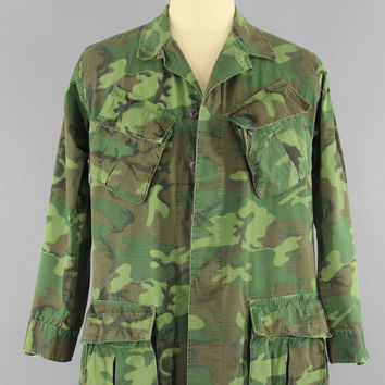 Vintage 1970s Army Shirt / 70s Vietnam War Issue Slash Pocket Lime Green ERDL Jungle Camouflage / Camo Fatigues Military Shirt / Medium Lon