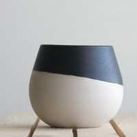 Ceramic bowl in white with black mat glaze. Great for soups and desserts.modern and urban look.