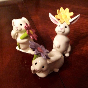 Easter Bunnies Spring Flower Set of 3, White Bunny Rabbits each Holding a Different Pastel Flower, Yellow Purple Pink, Hand Painted Ceramic