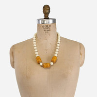 Vintage CARVED BAKELITE Bead NECKLACE / 1950s Chunky Carved Butterscotch & White Beads