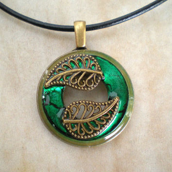 Leaf Necklace: Forest Green - Tree Jewelry - Leaf Jewelry - Boho Jewelry - Nature Jewelry - Washer Necklace - Wiccan Jewelry - Emerald Green