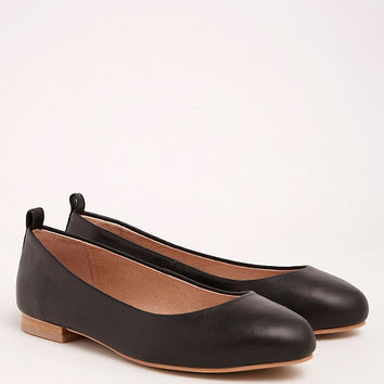 Torrid Collection Genuine Leather Almond Toe Flats (Wide Width)
