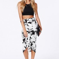 STEPHANIA CURVE HEM SKIRT IN MONOCHROME FLORAL PRINT