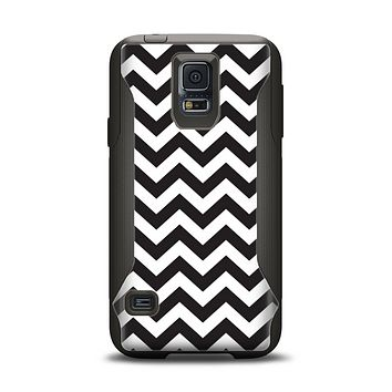 The Black and White Zigzag Chevron Pattern Samsung Galaxy S5 Otterbox Commuter Case Skin Set
