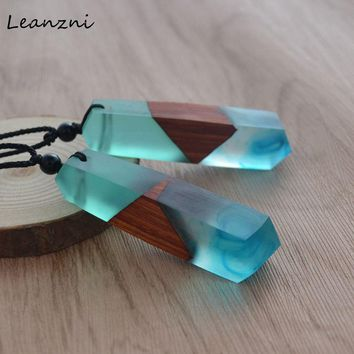Fashion Hand Wood Resin Necklace Pendant
