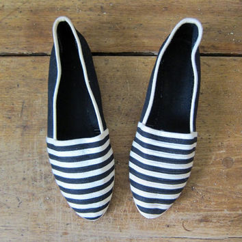 Vintage 80s Black White STRIPED Espadrilles Mod Cotton Canvas Slip Ons Summer Flats Modern Graphic Shoes Dells Womens Shoes Size 7.5