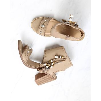 very volatile - boho shell leather sandals in taupe