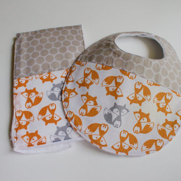 Foxes Baby Gift Set - Fox Bib & Burp Cloth - Gender Neutral Fox Baby Shower - Woodland Theme Shower Gift