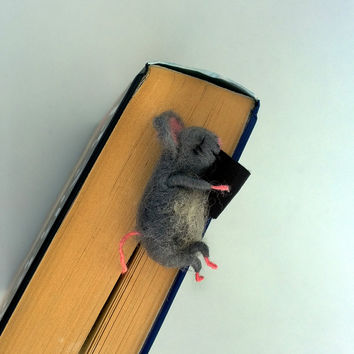 Felt miniature mouse bookmark sleeping Gray wool mouse Animal Funny graduation gift idea Loves reading Figurine book mark Reading accessory