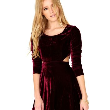 Missguided - Bushea Long Sleeve Velvet Cut Out Dress In Burgundy