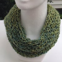 Green Knitted Infinity Eternity Cowl Chunky Holiday Winter Scarf