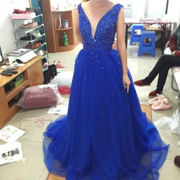 Luxury Royal Blue Prom Dresses 2017 Sexy V-Neck Beaded Crystals Tulle Long Backless Formal Party Gown P43