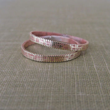 Guitar String Wedding Band Set // Hammered Guitar String Ring Set // Upcycled Guitar String Stacking Rings
