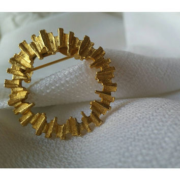 Round Gold Toned Ladies Pin Brooch
