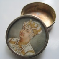 Antique Miniature Portrait of Mughal Emperor Akbar Handpainted top of Silver Pill Box
