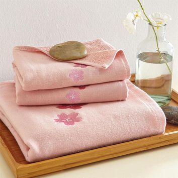 New 2017 Luxury Embroidery 100% Cotton Soft Bath Towel Set for Adult Absorbent Quick Dry Beach Towel High Quality