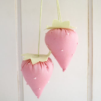 GIRLS Party FAVOR / Set of 12 / STRAWBERRY Party / Girl's Birthday Party Favor / Baby Shower Favor / Spring / Sachet / Pink