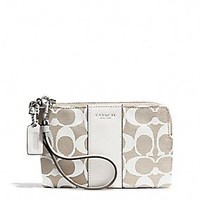 BOXED LEGACY L-ZIP SMALL WRISTLET IN PRINTED SIGNATURE FABRIC