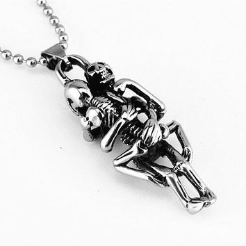 Punk Skull Hug Pendants Necklace Men Boys Jewelry Stainless Steel Necklaces Fashion Cool Silver Color Chain Gifts