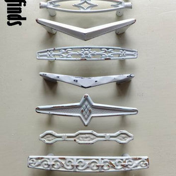9 Vintage Misfit Shabby Chic White Furniture Handles Hardware Drawer Door Pull Kitchen Cabinet Pulls