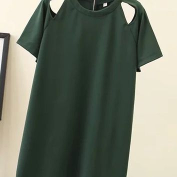 Women's dresses are selling sexy off-the-shoulder t-shirts and dresses
