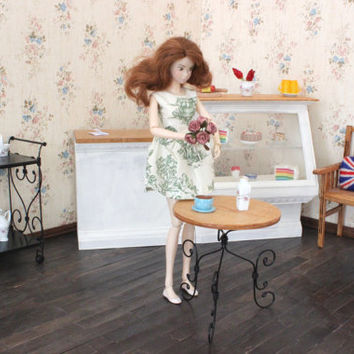 1/6 scale Round Table for dolls (Blythe, Barbie, Bratz,  Momoko). French style.