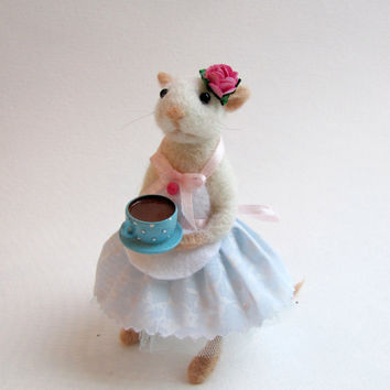 Tea time needle felted mouse