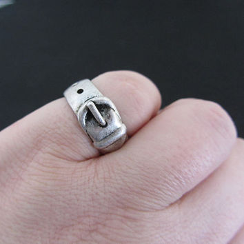 Vintage Pewter buckle ring size 6.5