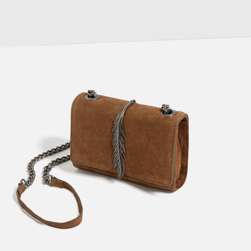 LEATHER MESSENGER BAG WITH METAL DETAIL