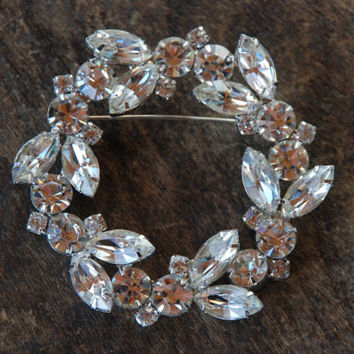 Vintage Large Rhinestone Juliana Style Brooch Clear Rhinestones Wreath or Circle Wedding Bridal Regency 1950's // Vintage Costume Jewelry