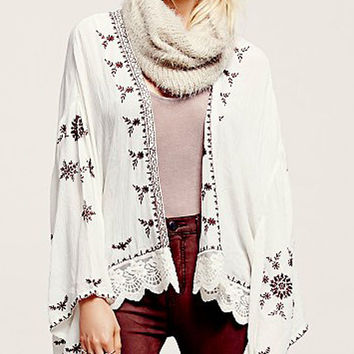 White Embroidery Panel Lace Hem Bat Sleeve Kimono (Not Found)