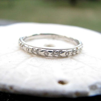 Art Deco Wedding Band, Orange Blossom Design with Crisp Carving, 18K White Gold in Excellent Condition Circa 1930's