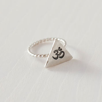 Om triangle silver stacking rings, sterling silver triangle ring, om ring, yoga ring,handmade twist wire stacking ring, midi ring,zenned out