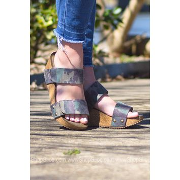 Dina Camo Velcro Wedge