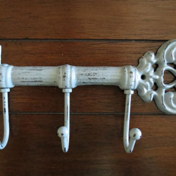 Light Grey Shabby Chic Key Holder / Skeleton Key Rack /Metal wall hook/Wall Decor/Kitchen/Foyer/Entrance