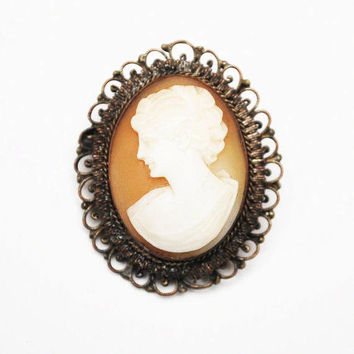 Shell Carved Cameo pendant Brooch - Gold brass filigree setting - vintage women profile pin