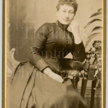 CDV Photo Carte de Visite Victorian Young Pretty Slim Woman, Wasp Waist Portrait - H Wootton of Preston Lancashire - Antique Photograph