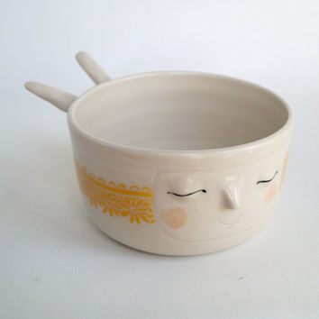 Sweet bunny noodle bowl with a carved sunflower lace patterned trim
