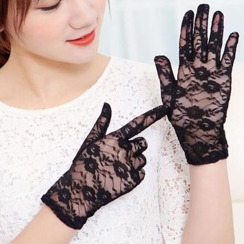 New Women Lace Gloves Summer Autumn Sexy Lace Flower Anti-UV Glove 2017 Hot Ladies Sunscreen Driving Party Glove Finger Mittens