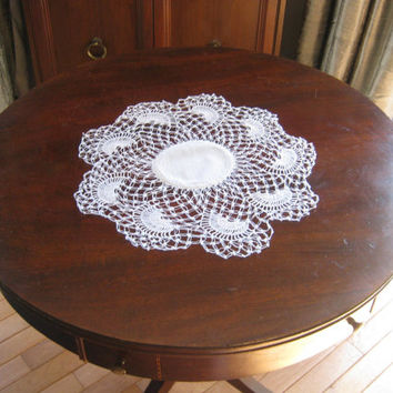 "Lace Doily, Crocheted Doily, 18"" Round Doily, Table Topper, White Crochet Doily, Crochet Centerpiece,Vintage Linens,Vintage Wedding Linens"