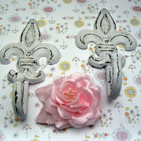 Fleur de lis Cast Iron White Pair Set Wall Hook French Paris FDL Bed Bath Kitchen Shabby Style Chic Nursery Leash Towel Jewelry Keys 2 Hooks
