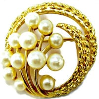 Large Pearl Spray Circle Brooch Signed Trifari Textured Gold Tone Wreath