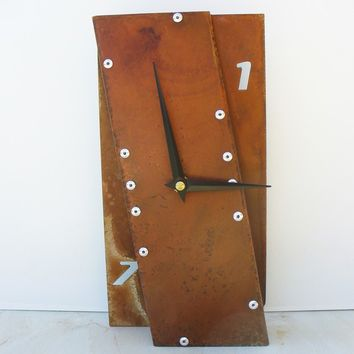Leaning Desk Clock II (Rusted)