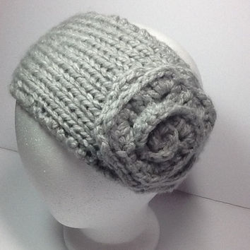 Chunky Knitted headband with crochet flower in silver grey acrylic yarn, two button closure, soft, warm, neutral color ear warmer