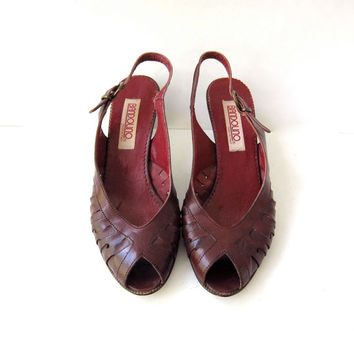 70s red leather sandals. sling backs. women's peep toe sandals with wooden heels.