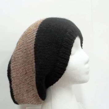 Knitted slouchy hat black and tan 5218