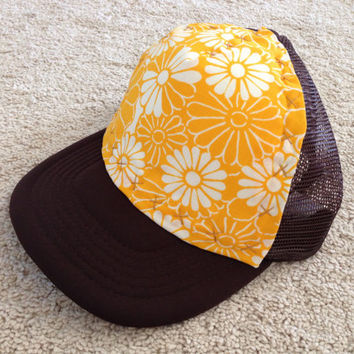 "Brown ""Flower Power"" fabric trucker cap"